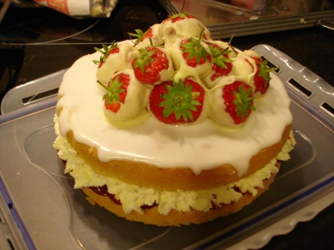 Cake Strawberry and white chocolate September 2012 (3).JPG