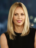 beauty-blogs-girls-in-the-beauty-department-0530-charlize-theron-straight-hair_bd