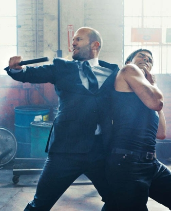 jason-statham-fighting-in-tom-ford-suit