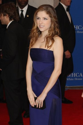 anna-kendrick-wore-blue-dress